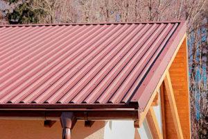 Как рассчитать необходимое количество профнастила на крышу