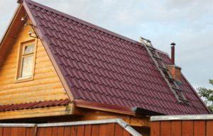 Как сделать двускатную крышу из металлочерепицы своими руками