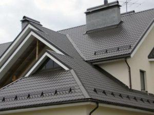 Как правильно нужно устанавливать снегозадержатели на крышу