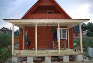 Как сделать беседку, пристроенную к дому с односкатной крышей, своими руками