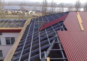 Как и чем лучше перекрыть крышу дома своими руками
