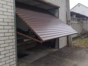 Как монтировать гаражные подъемные ворота своими руками