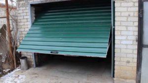Как пошагово сделать и установить подъемные секционные гаражные ворота своими руками