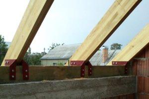 Крепление стропил к мауэрлату двускатной крыши своими руками