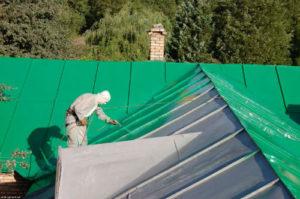 Чем лучше всего покрасить оцинкованную крышу дома
