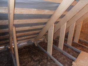 Пошаговое утепление потолка в доме с холодной крышей