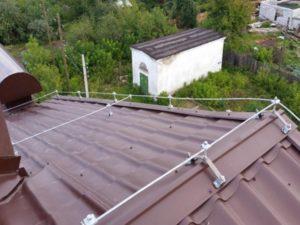 Как сделать молниезащиту частного дома с крышей из металлочерепицы