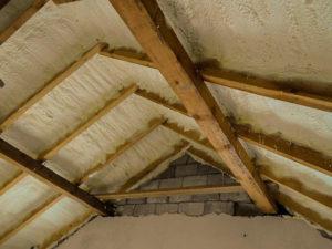 Как осуществить утепление мансарды изнутри, если крыша уже покрыта