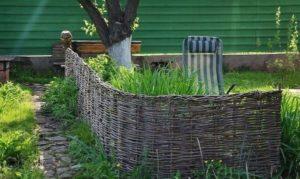 Плетеная изгородь на участке своими руками
